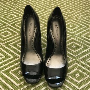 NWT - BCBG Black Patent Leather Heels - Size 8